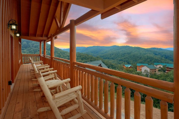 Spacious 6 Bedroom Cabin with a View Sleeps 17 - Majestic Splash