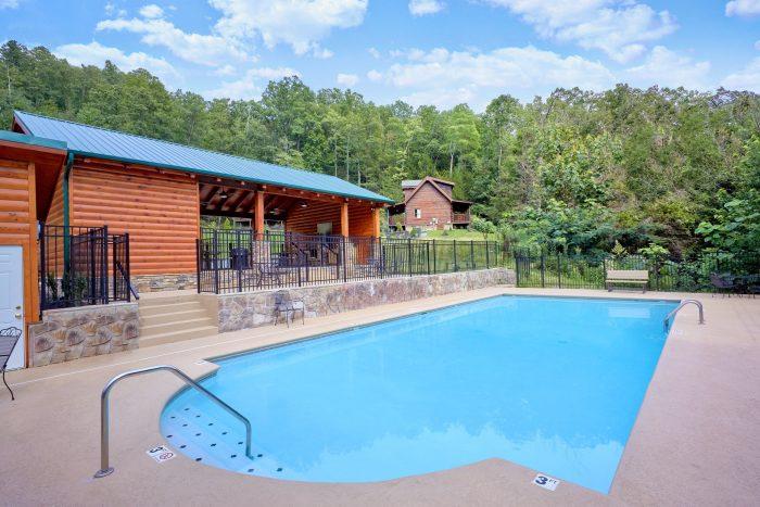 6 Bedroom Cabin with Outdoor Resort Pool - Majestic Splash