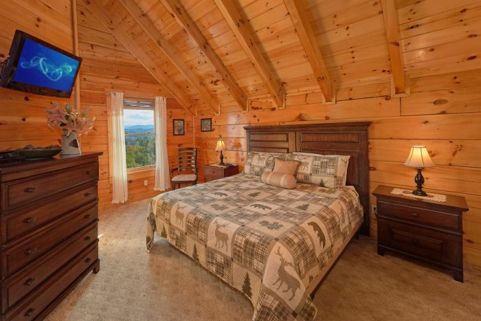 Master Bedroom with King Bed and Jacuzzi - Majestic View