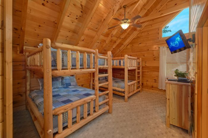 Queen Bunk Beds with Arcade and Full Bathroom - Majestic View