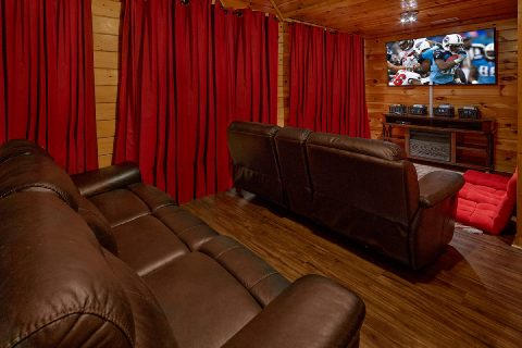 Spacious 4 Bedroom Cabin with Theater Room - Major Oaks