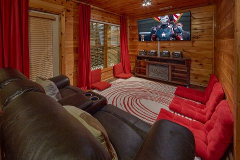 Spacious Theater Room with Wi-Fi - Major Oaks