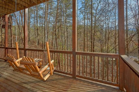 Pigeon Forge Cabin with Porch Swing Sleeps 12 - Major Oaks