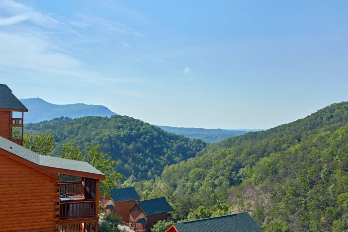 5 Bedroom & 5 Bath Smoky Mountain Cabin - Makin' Waves