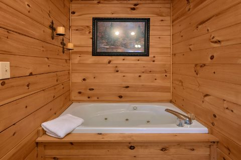 Master Suite with Jacuzzi Tub - Making More Memories