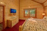 8 Bedroom Cabin with Flat-Screen TVs