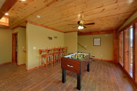 8 Bedroom Cabin with a Foosball Table - Marco Polo