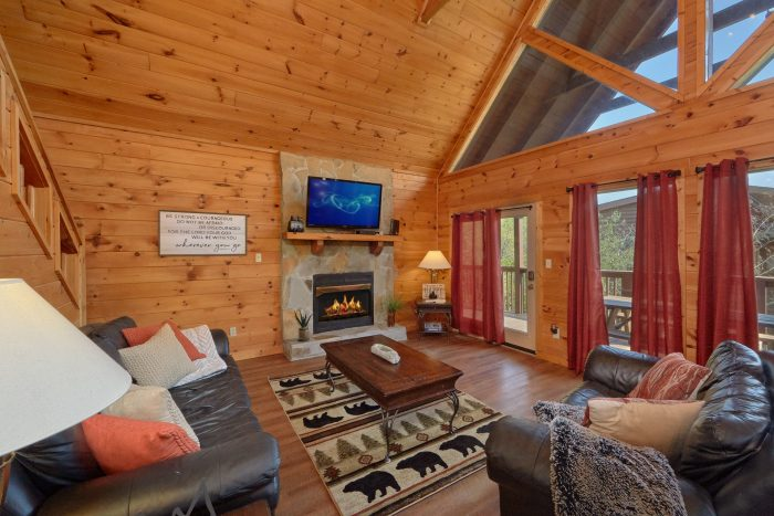 Rustic 3 Bedroom cabin with Fireplace - Memory Maker