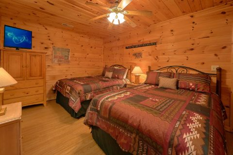3 Bedroom cabin with 2 queen beds in bedroom - Memory Maker