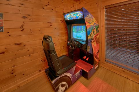 3 Bedroom Cabin with Race car Driving Game - Memory Maker