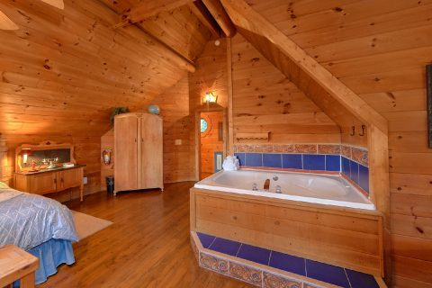 1 Bedroom Cabin with King Bed and Jacuzzi - Merry Weather