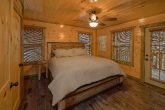 Cabin with 4 bedrooms and Walk in Showers