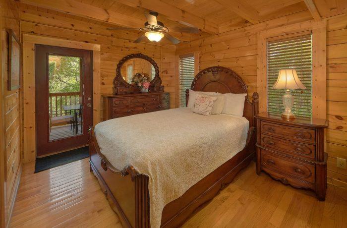 Romantic 2 Person Jacuzzi Tub - Mistletoe Lodge
