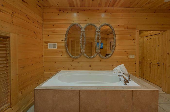 Private Hot Tub 4 Bedroom Cabin Sleeps 8 - Mistletoe Lodge