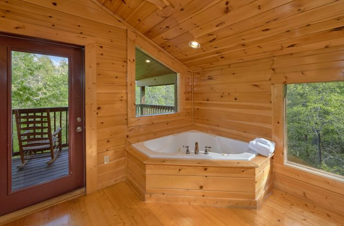 4 Bedroom Cabin with Arcade Game - Mistletoe Lodge