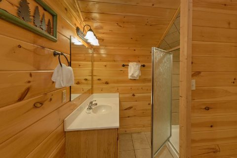 4 Bedroom 3 Bath Cabin Sleeps 10 - Mistletoe Lodge