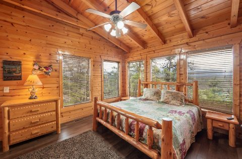Top Floor Master Suite King Bed - Moonlight Getaway