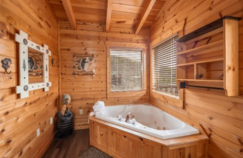 Master Suite with Jacuzzi Tub - Moonlight Getaway