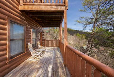 4 Bedroom Cabin Sleeps 10 Deck with Views - Moonlight Getaway