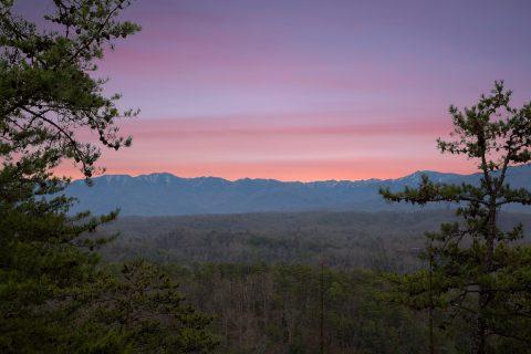 Mountain Views 3 Bedroom Cabin Sleeps 10 - Moonlight Getaway