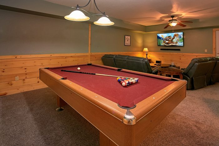 Cabin with Theater Room and Pool Table - Moonshine Inn