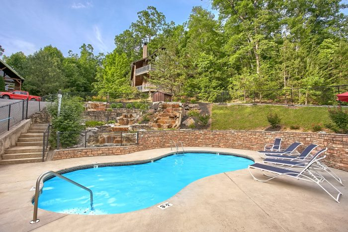 Cabin with Pool in Mountain Shadows Resort - Moonshine Inn