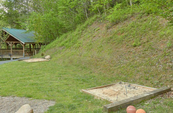 Cabin with Pool, Basketball Court and Playground - Moonshine Inn