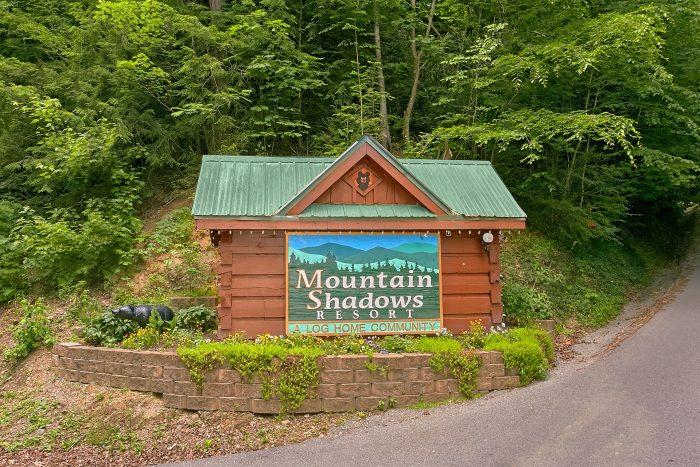 Luxury Cabin in Mountain Shadows Resort - Moonshine Inn