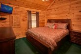 5 bedroom cabin with 5 baths and hot tub