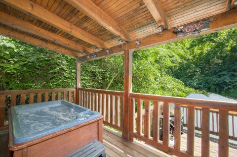 1 bedroom cabin with Private Hot Tub on deck - Moose Lake Lodge