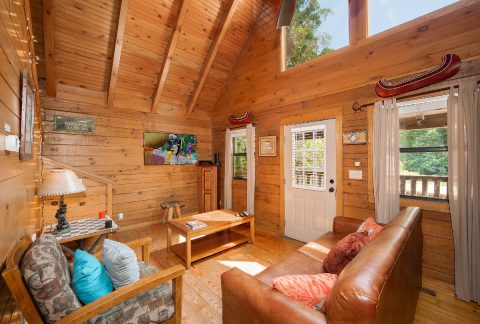 Cabin that offers Dining Seating for 4 - Moose Lake Lodge