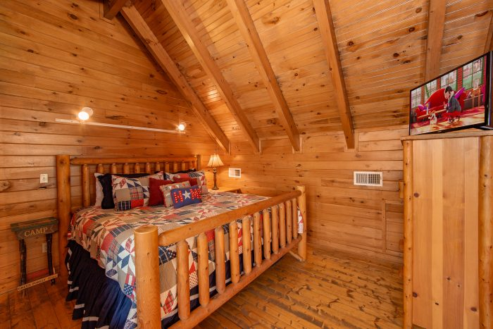 Pigeon Forge Cabin with King Log Bed - Moose Lake Lodge