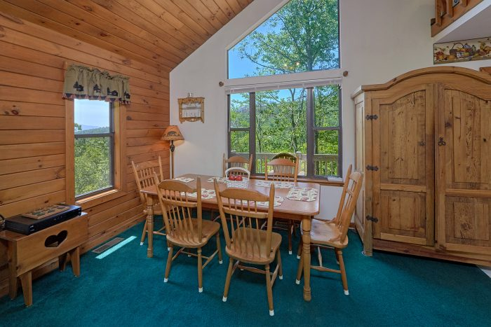 2 Bedroom Cabin with Dining Room and Kitchen - Mountain Breeze