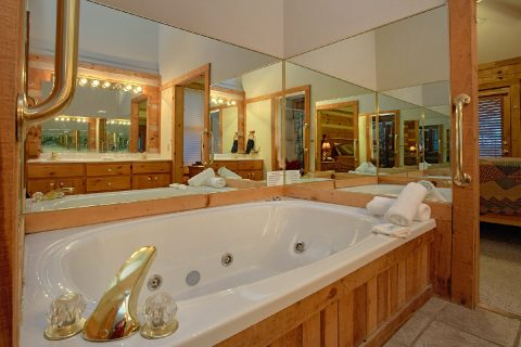Cabin with Private Master Bath Jacuzzi Tub - Mountain Crest