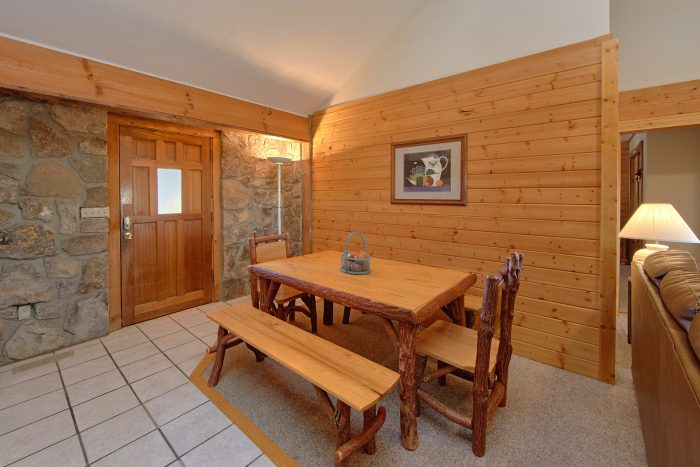 4 Bedroom Cabin with a Dining Room Table - Mountain Destiny