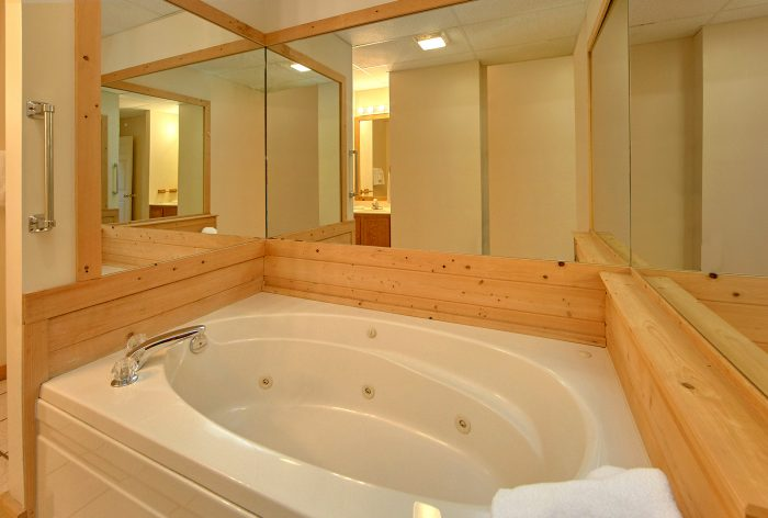 4 Bedroom Cabin with 2 Private Jacuzzi Tubs - Mountain Destiny