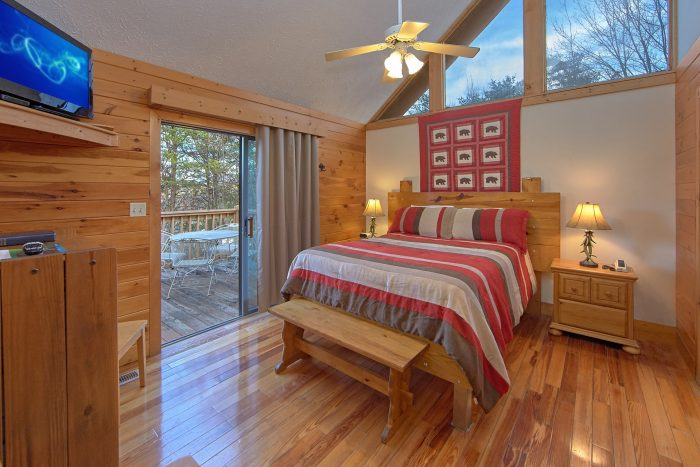 4 Bedroom Cabin with Private Queen Bedroom - Mountain Fever
