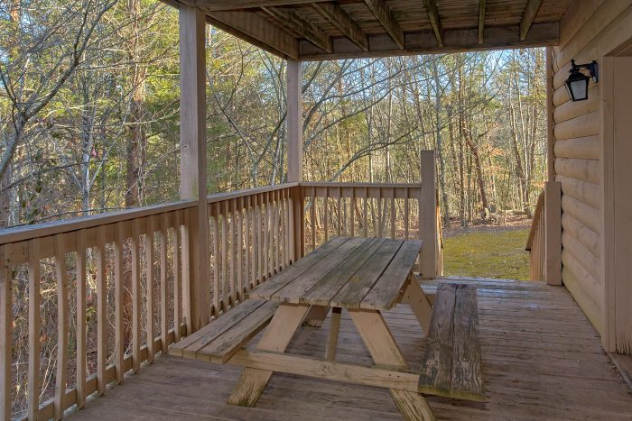 Rustic 4 Bedroom Cabin with Picnic Table - Mountain Fever