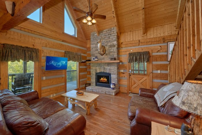 2 Bedroom cabin with Fireplace and Wooded View - Mountain Glory