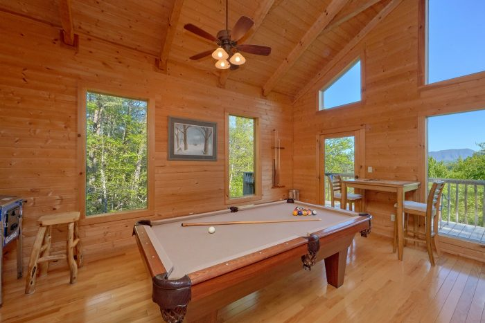 Cabin with Pool table, wooded views and arcade - Mountain Glory