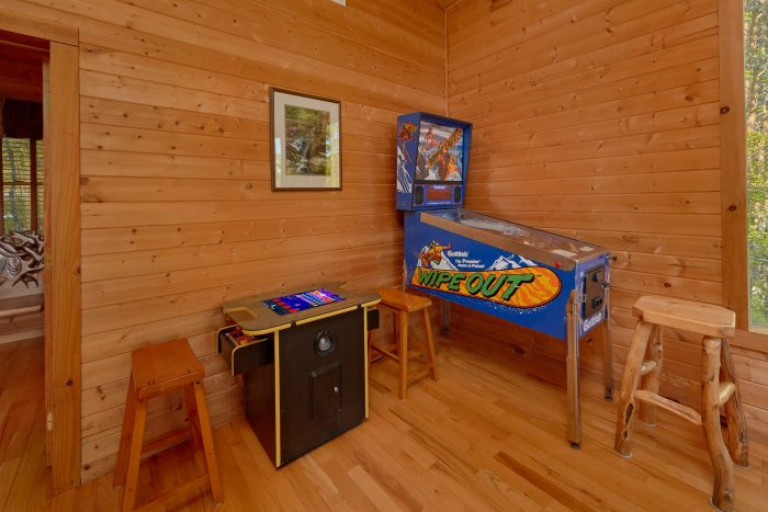 2 bedroom cabin with Arcade Game and pool Table - Mountain Glory