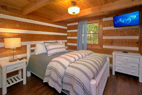 Wears Valley Cabin with Private Queen Bedroom - Mountain Moonlight