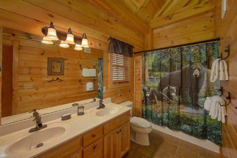 2 Master Bedrooms 2 Bedroom Cabin Sleeps 6 - Mountain Retreat