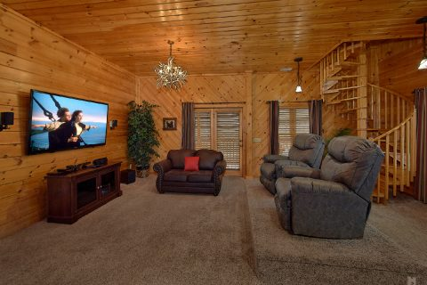 2 Bedroom With Extra Seating and TV - Mountain Retreat