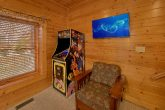 5 Bedroom Cabin with Arcade and Flat Screen TV'