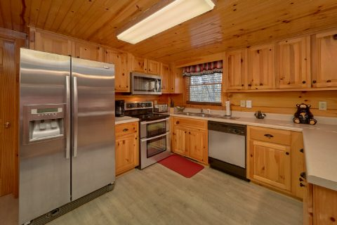 Modern kitchen in Pigeon Forge Cabin - Mountain Time