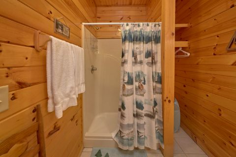 Private Bathroom in King Bedroom with Jacuzzi - Mountain Time