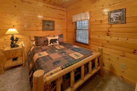 Rustic Log Queen bed in 5 bedroom cabin - Mountain Time