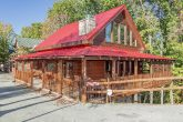 Pigeon Forge 5 bedroom cabin with flat parking