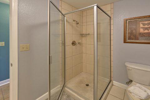 Condo in Pigeon Forge with Guest Bathroom - Mountain View 2607